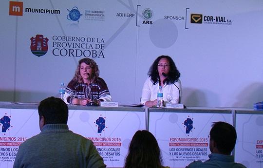 Daniela Gargantini y Laura Baso participando del Taller gestión integral del hábitat a nivel municipal: necesidades y desafíos pendientes.