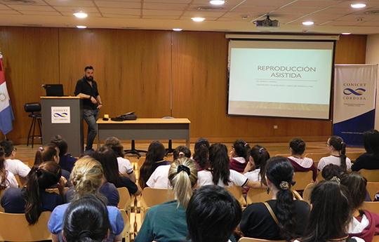 Alumnos durante las actividades del IIByT. Foto: CCT CONICET Córdoba